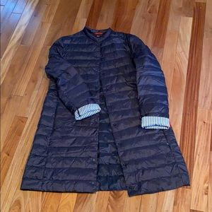 Uniqlo Ultralight Weight Down Coat. Navy. Large.